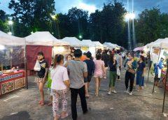 ถนนคนเดินเทศบาลนครเชียงรายเฉพาะการจำหน่ายอาหารนักท่องเที่ยวคึกคัก